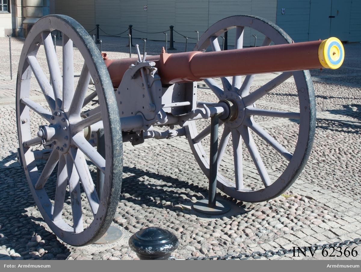 Grupp F I. 8,4 cm kanon m/1881.  Eldröret tillverkat 1883 av Fried. Krupp, lavetten tillverkad 1895 av Stockholms vapenfabrik.