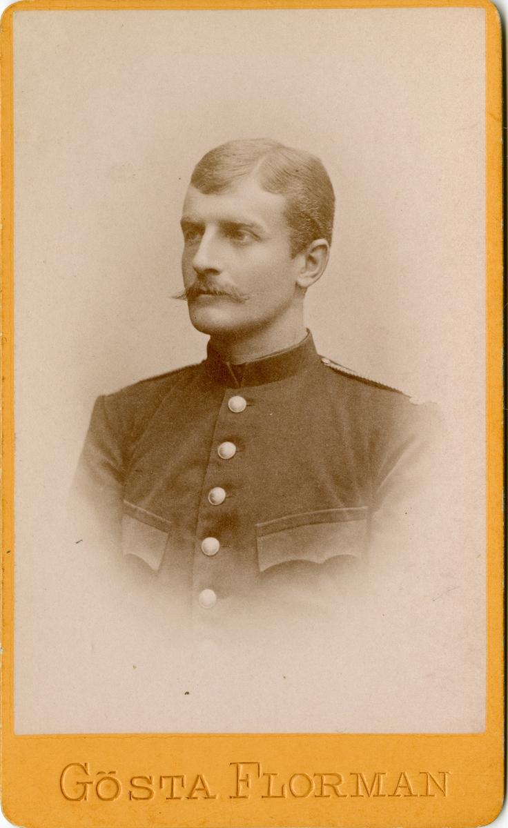 Porträtt av Gustaf Lindström, kadett vid Krigsskolan Karlberg.