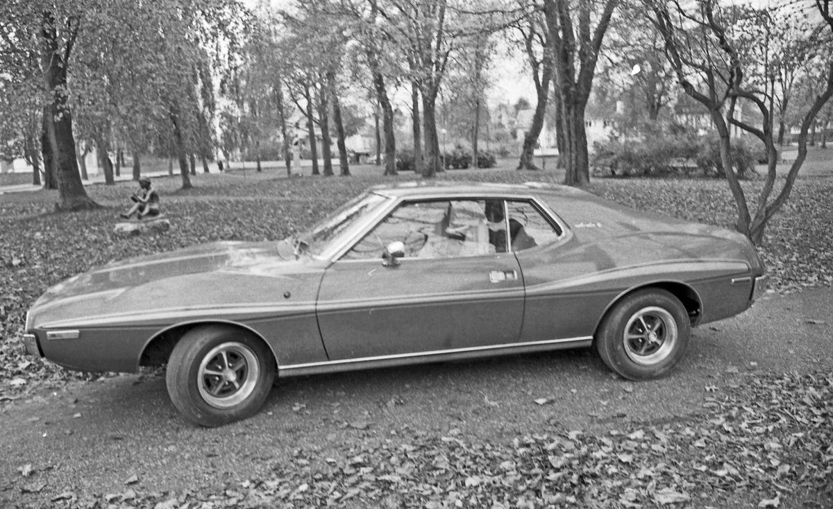 AM-CAR på utstilling. Stolt eier viser fram sin AMC Javlin i Byparken.