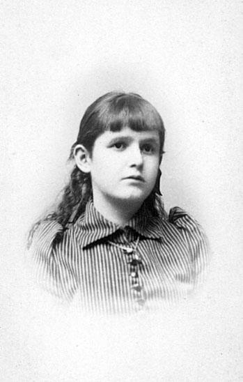 Helga Bergström. Född 1878 i Skara.Dotter till byggmästare Damianus Fredrik Bergström och hans maka Emelie f. Beronius.