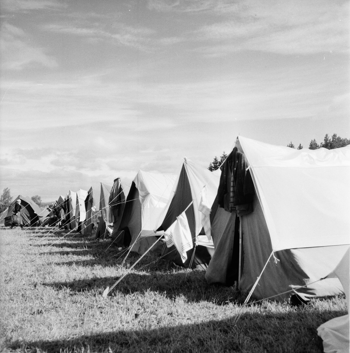 INCOJA-junior och scoutläger på Fagernäs sommaren 1958. Det var på sin tid det största kristna ungdomsläger som hållits i Sverige med 2000 deltagare. Namnet INCOJA stod för de första bokstäverna i Indien, Congo, Japan. Folk från hela världen var samlade, till och med en färgad fanns med, det var inte vanligt att se färgade i Sverige på den tiden. Emil Mörk var den som hade ansvaret för platsen och han hade tagit kommunen, försvaret och skogsbolagen till hjälp. Alla ställde upp. Lägret blev en succé. Fagernäs augusti 1958.