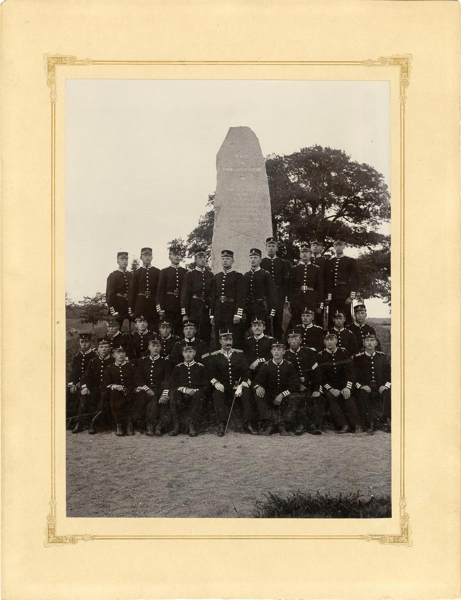 Grupporträtt av soldater vid Svea livgarde I 1 i slutet av 1890-talet.