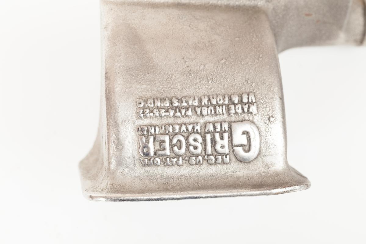 Rivjern i metall formet som en kon.