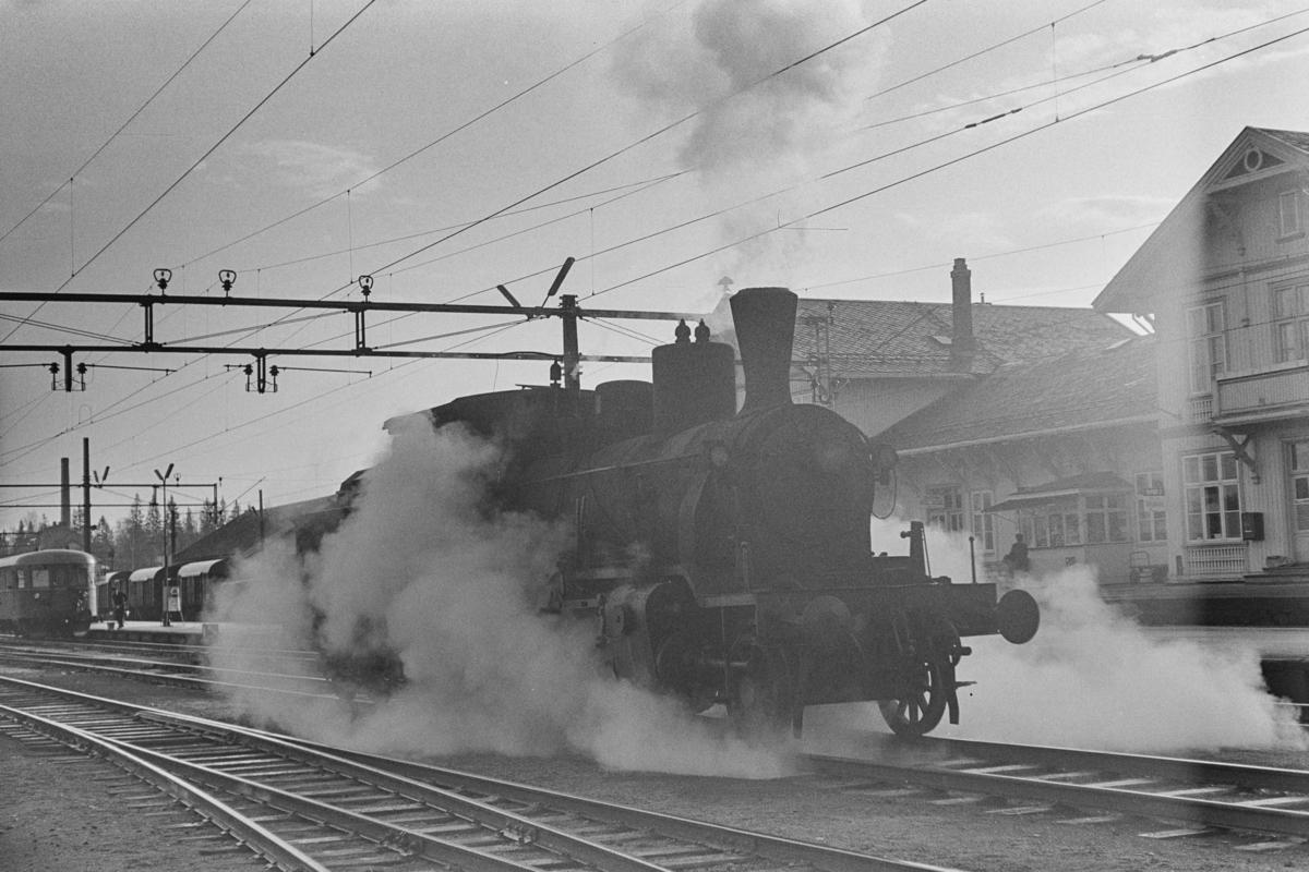 Damplokomotiv type 21c nr. 372 på Kongsvinger stasjon.