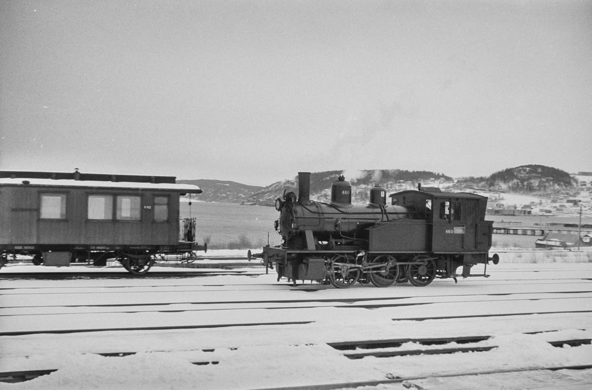 Damplokomotiv type 23b nr. 460 på Hommelvik stasjon.