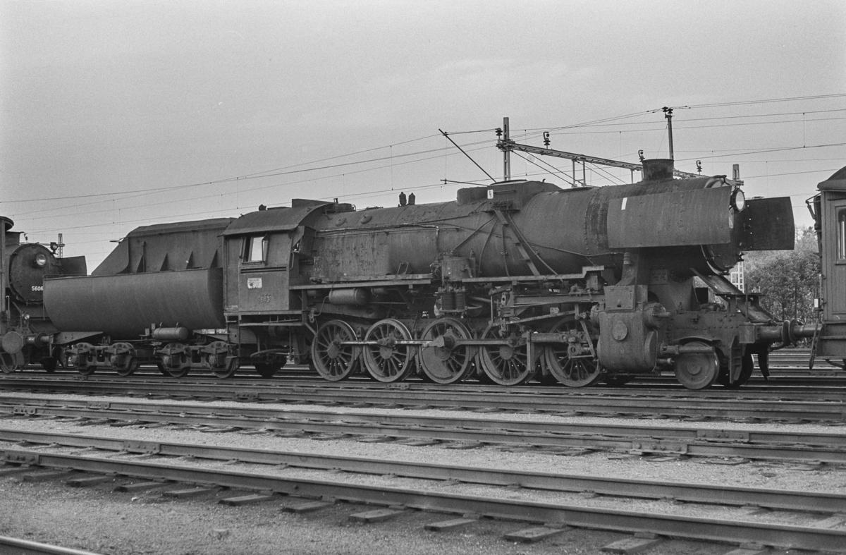 Utrangert damplokomotiv type 63a nr. 5843 på Marienborg. Lokomotivet er underveis til hugging.