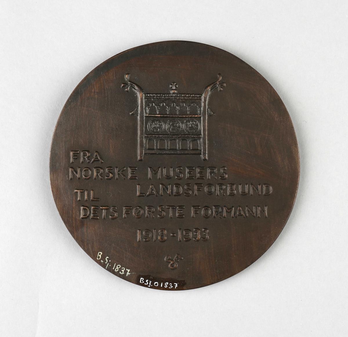 Minneplate av professor A.W. Brøgger