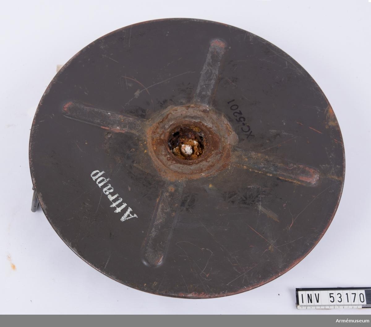 Grupp E V, F III, G III. Blind men märkt som skarp ammunition. Mintändaren är grönmålad och därmed åskåd.