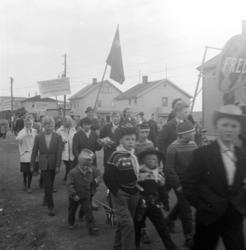Vadsø 1.mai 1960.En del av demonstrasjonstoget 1.mai.