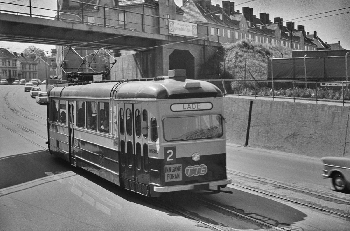 Trikk på linje 2 til Lade i Nidarholmsgate i Trondheim.