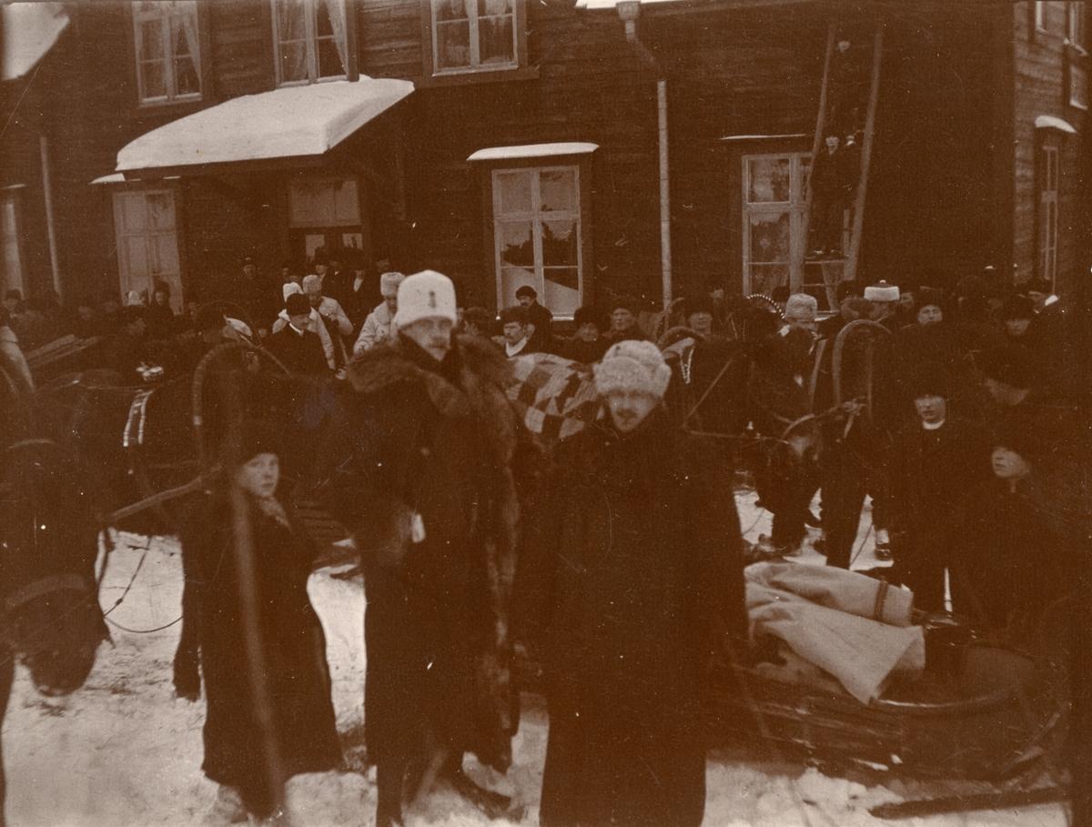 Smålands husarregemente K 4 förberedelse inför vinterövning i Norrbotten omkring 1910.