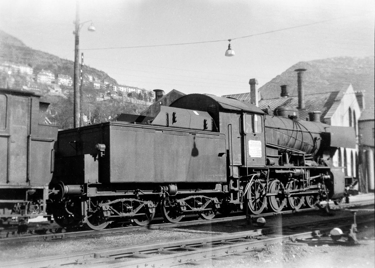 Utrangert damplokomotiv type 33a nr. 299 i Bergen.