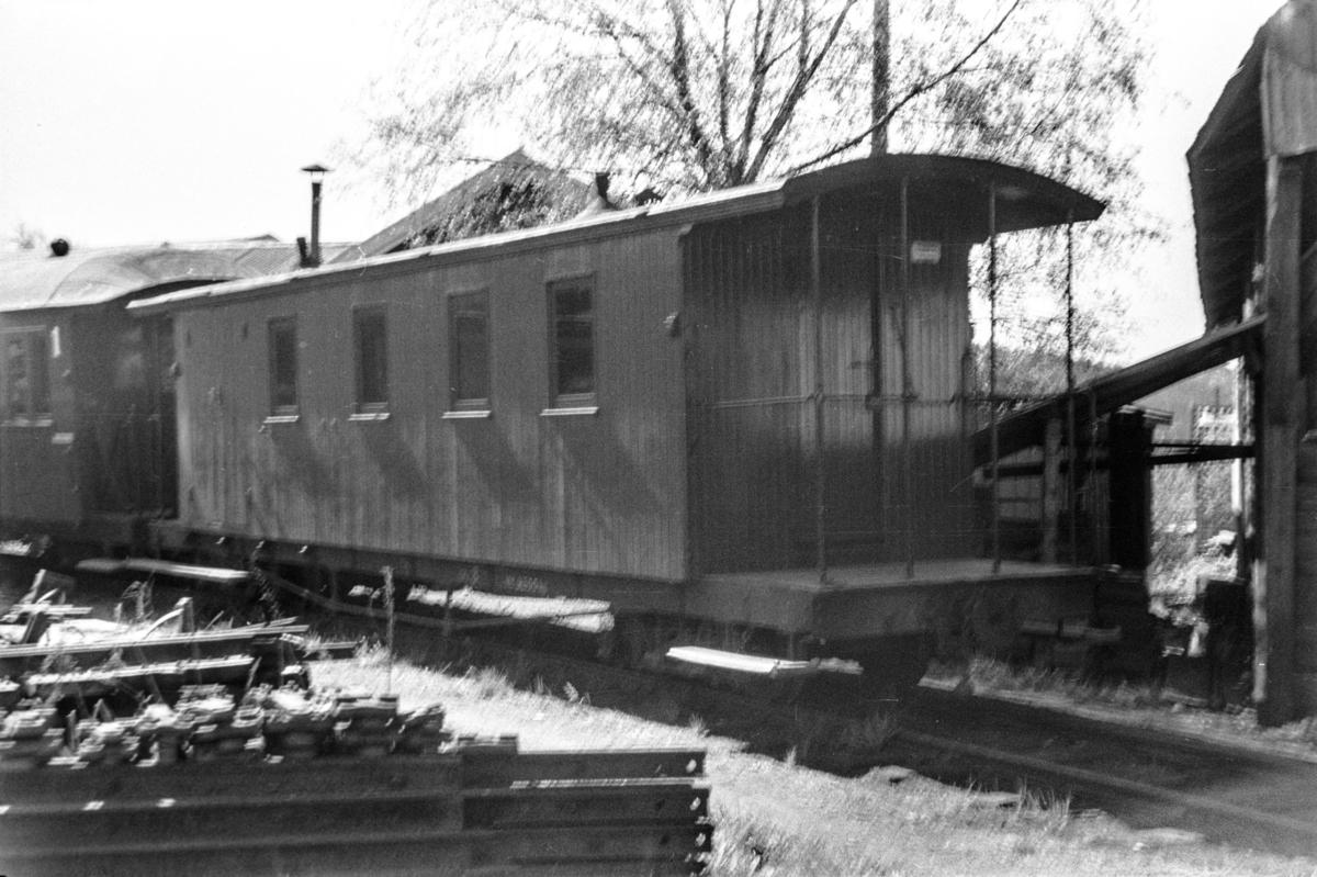 Aurskog-Hølandbanens personvogn CFo 8 på Bjørkelangen stasjon.
