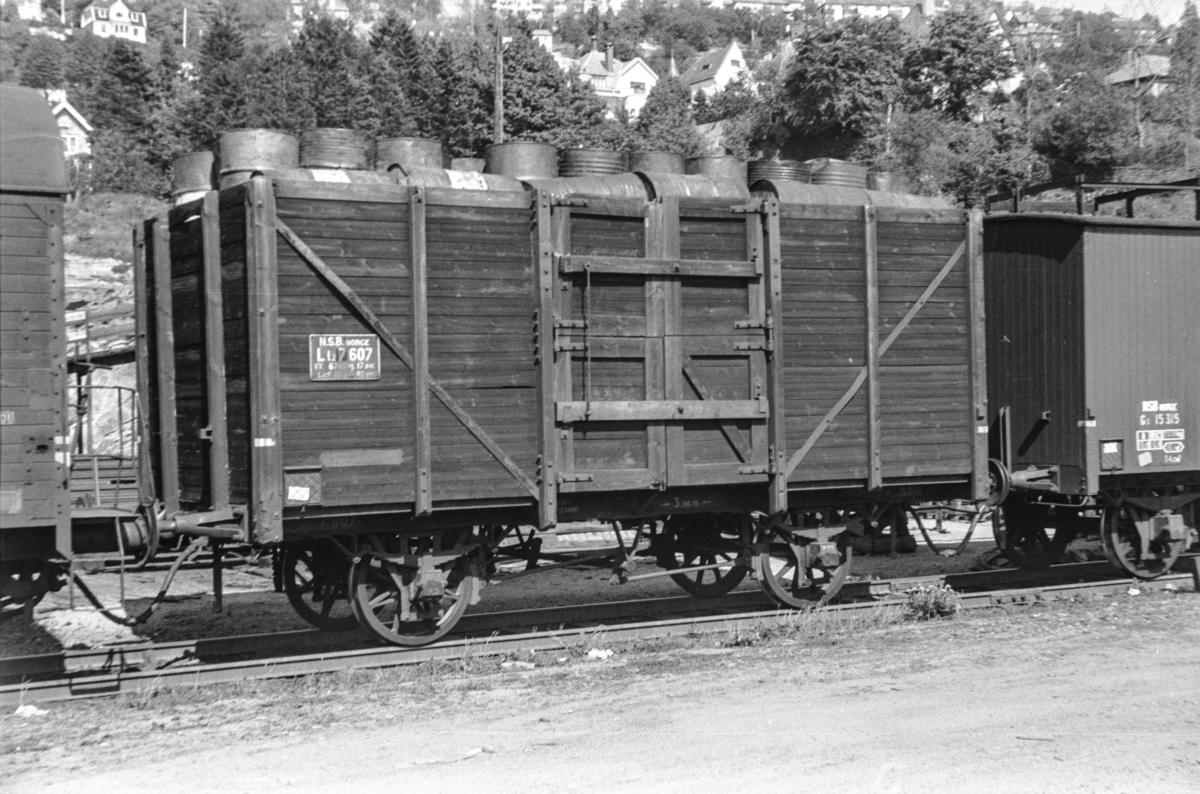 Godsvogn type Lt2 nr. 7607 på Bergen stasjon.