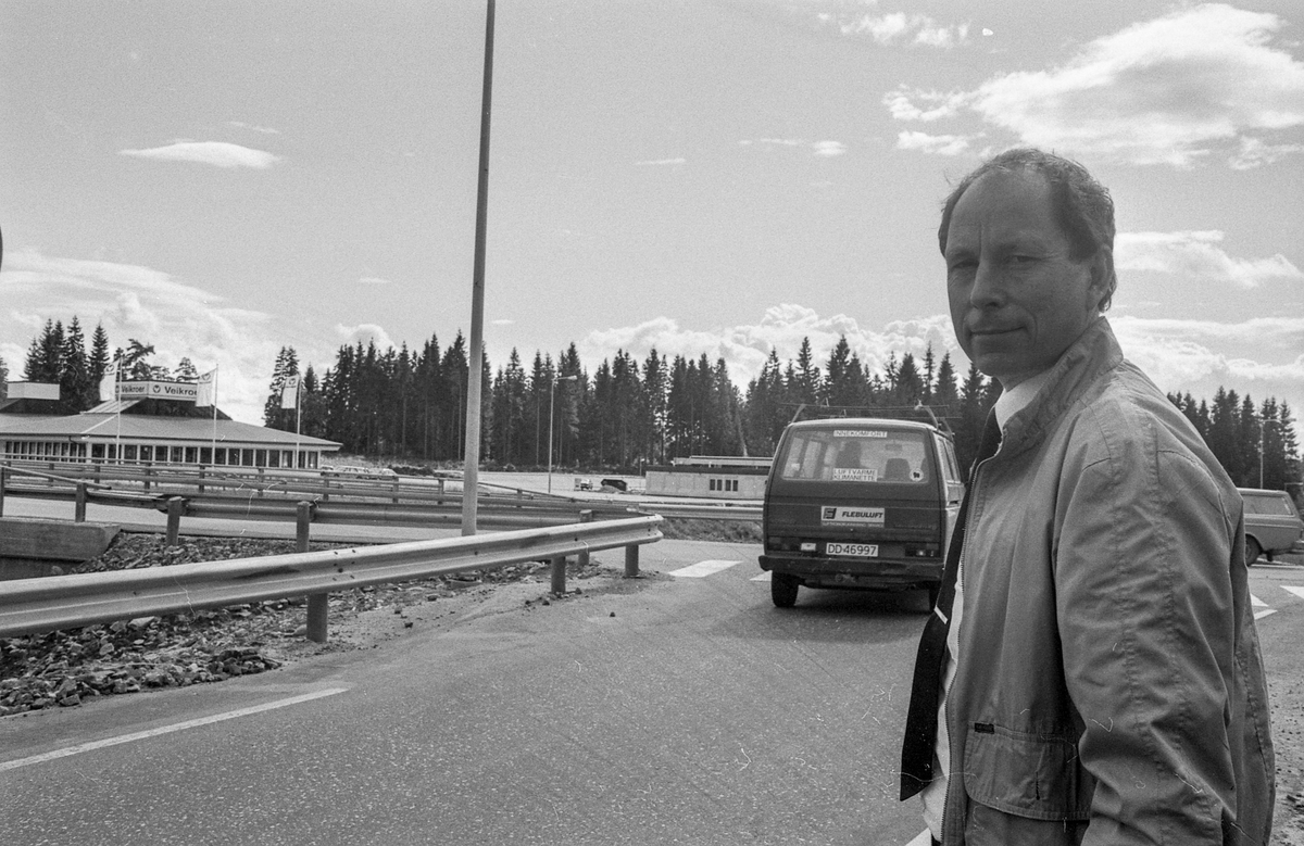 Mange feil ved kontruksjonen til veikrysset i Vestby. Beboer i Vestby, Tore Kristiansen peker på krysset.