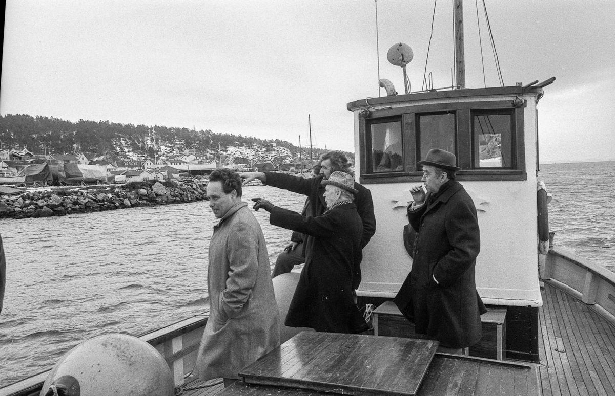Planer om akvarium og bomberom i Biologen i Drøbak. 5 menn på befaring. Mannen med skjegg er Tom Kristiansen.