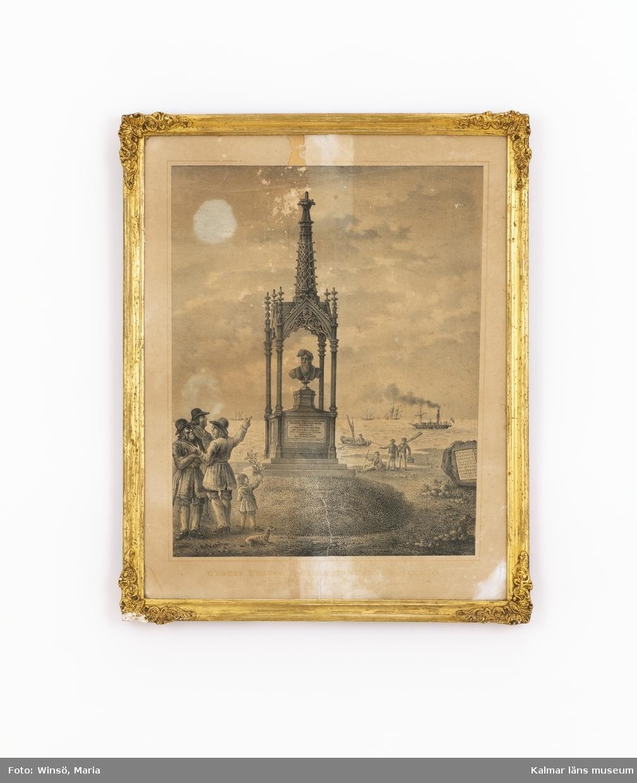 Skulpturbyst av Gustav Vasa, placerad i en tornliknande byggnad i nygotisk stil. Placerad på en liten kulle. Några personer, ett barn och en hund står nära monumentet, någon pekar på monumentet. Segelfartyg och hjulångare i bakgrunden.