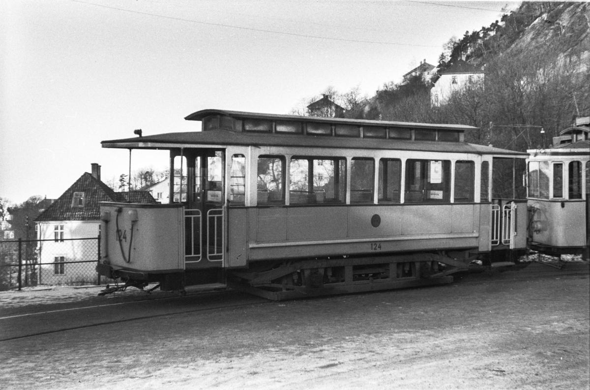 Bergen Sporvei tilhengervogn nr. 124 i sløyften ved Sandviken