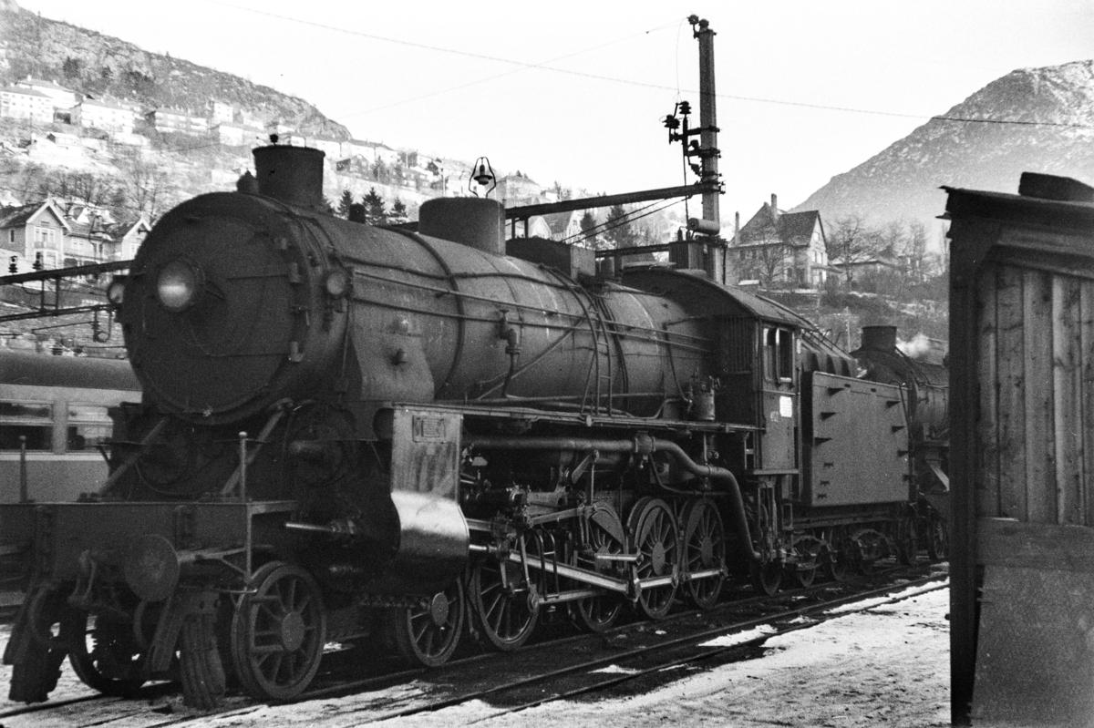 Damplokomotiv type 31b 401 på Bergen stasjon