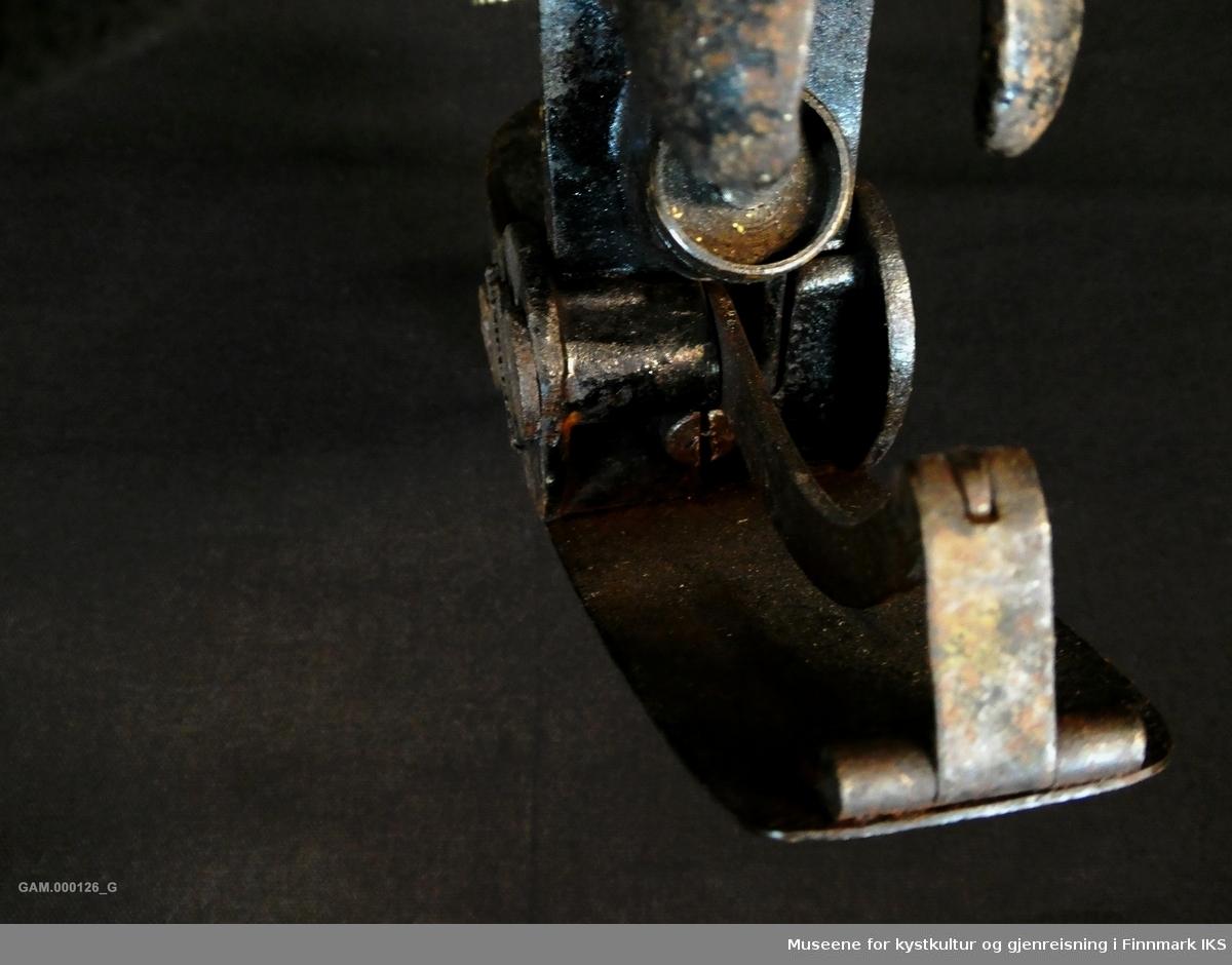 Høvelen er buet på undersiden og brukes til høvling av krumme flater.