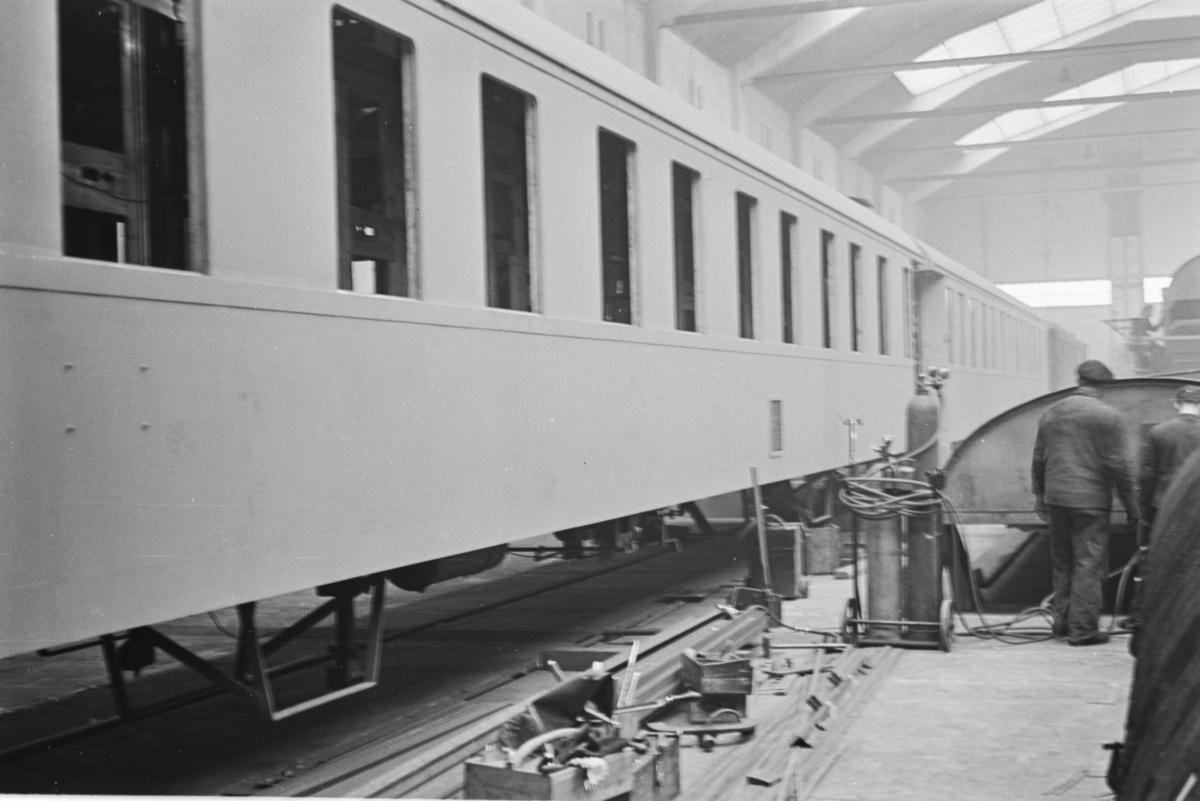 Bygging av sovevogner i stål på Strømmen Verksted.