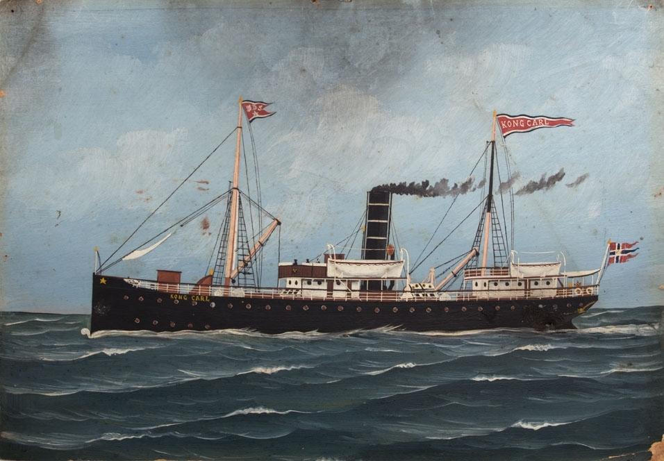 Skipsportrett av DS KONG CARL under fart i åpen sjø. Med rederiflagg til BDS i masten og splittflagg akter.