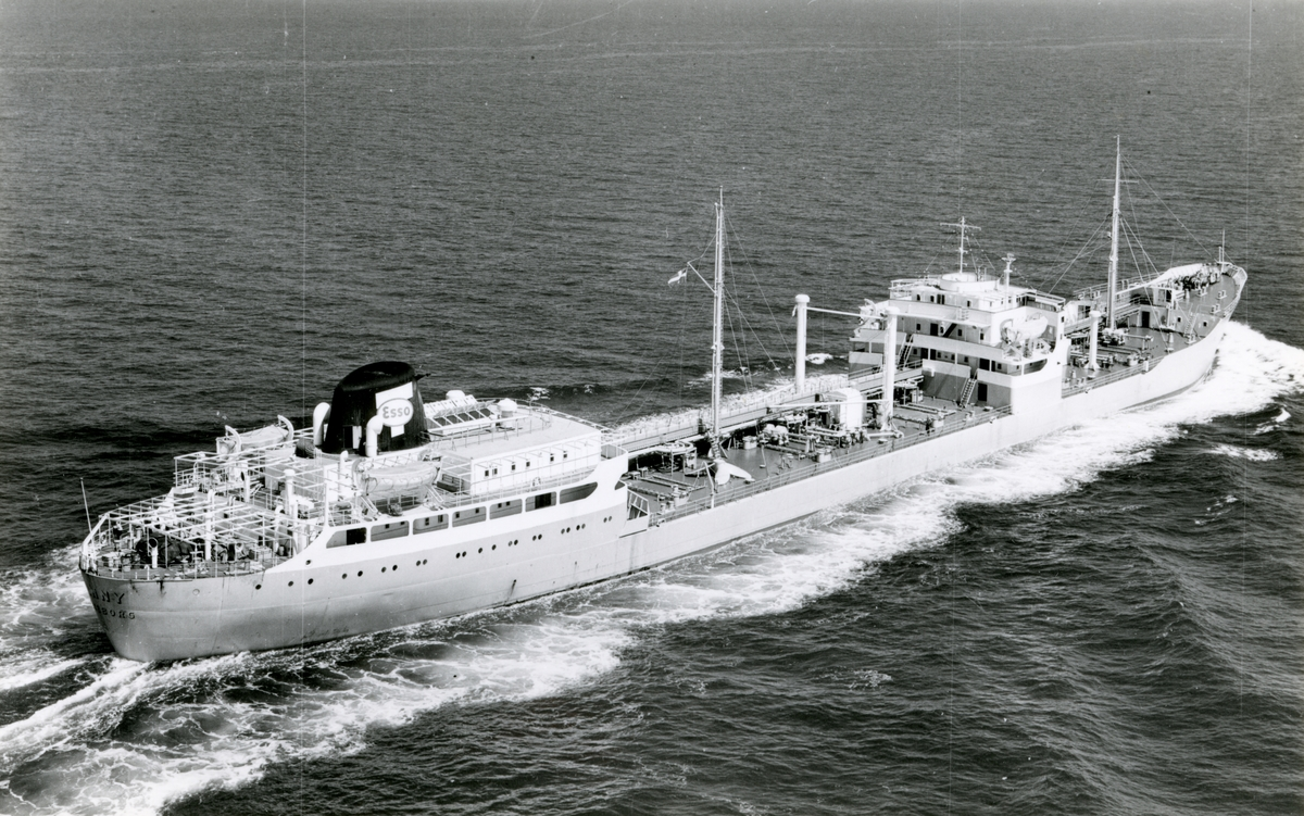Ägare:/1955-64/: Rederi AB Transoil. Hemort: Göteborg.