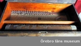12 st melodier på pianoharpan från samlingarna på Siggebohyttans bergsmansgård. Föremålsnummer OLM-23592 iordningställt av Thomas Lundkvist 2004?