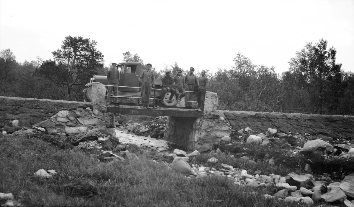 Veianlegg på Hodalsveien - på Bjørbrua
