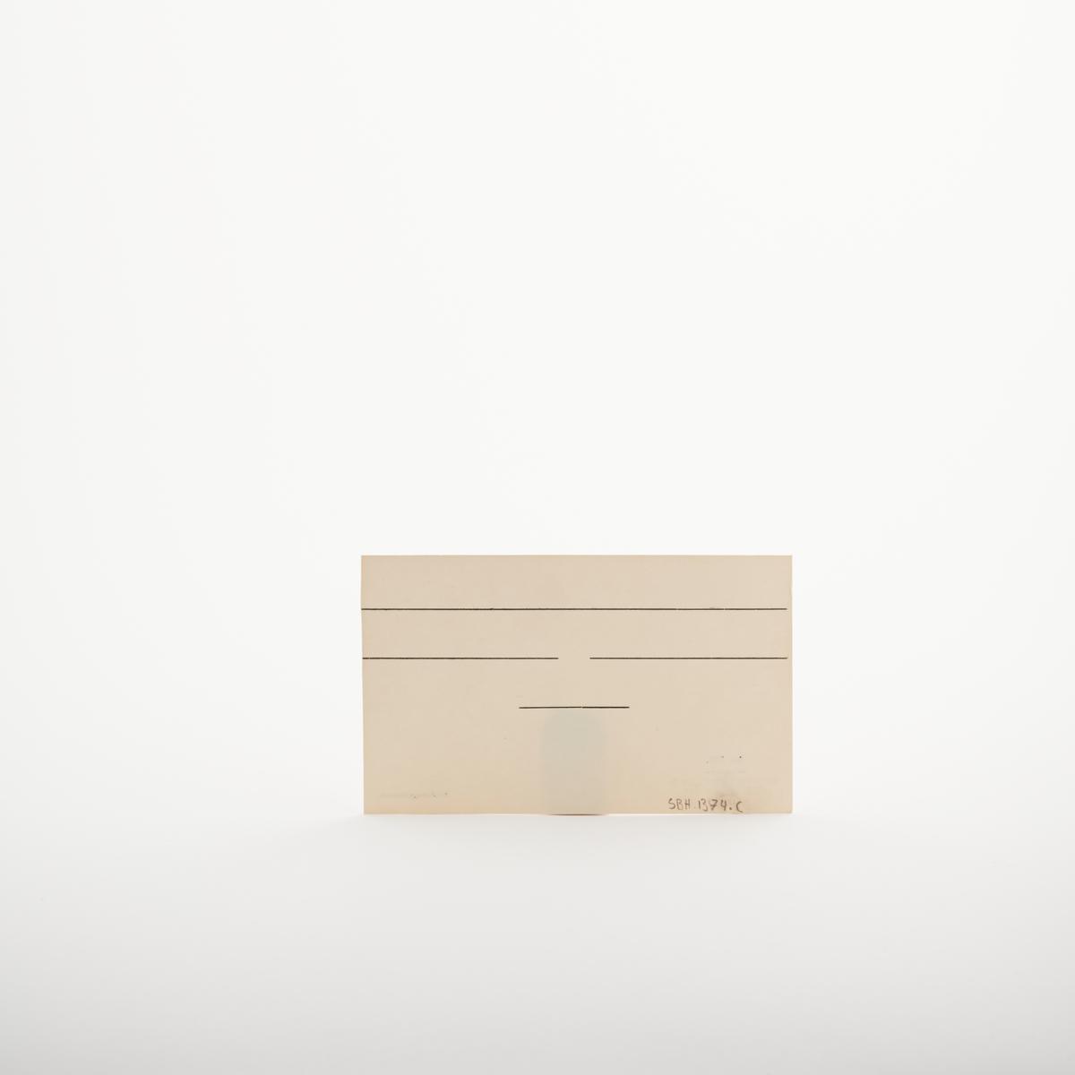 """Kartotekkort med svarte linjer på forside og bakside. Nede i venstre hjørne er teksten """" Nr. 721. På lager hos Sem & Stenersen A/S, Oslo, 2-53"""". Nedre i høyre hjørne står det """"Alfabetregisterkort"""".  NAV-samlingen er en gruppe av gjenstander som har vært anvendt på sosialkontoret (Aetat - NAV) i Skedsmo kommune."""