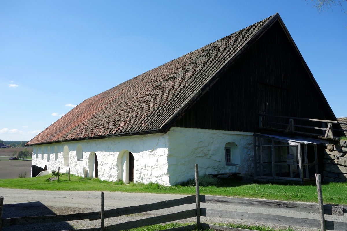 Fjøs gården Store Hvam, fra 1780. Ikke flyttet.