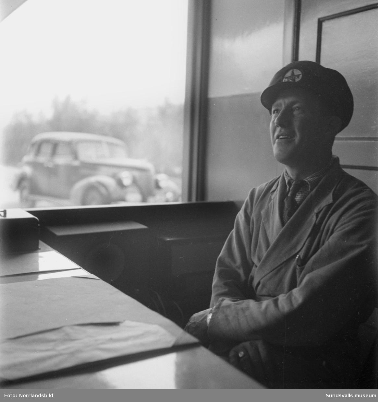 """Allan Sundbom, """"Mack-Allan"""", innehavare av Caltex bensinstation på Östermalm. Sundbom var även en lokal profil inom Sundsvalls idrottsliv, framför allt knuten till GIF Sundsvall."""