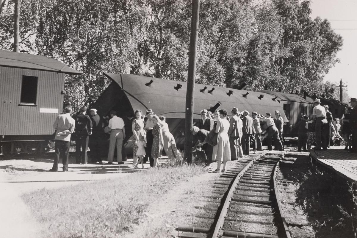Vognvelt Sørumsand stasjon. Personvogn BCo3 har veltet på rampesporet på Sørumsand.