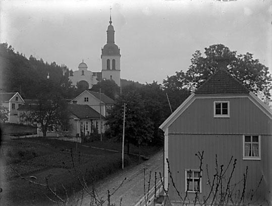 Gränna med kyrkan i bakgrunden, 1901.