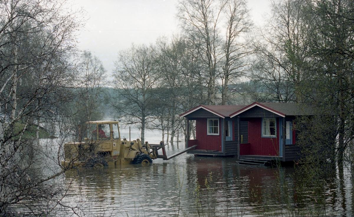 Flom-bilder. Campinghytter under vann