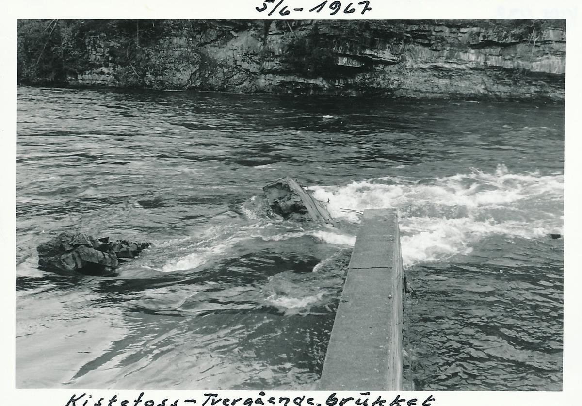 Muren til tømmerinntaket på Kistefos er ødelagt av flom i Randselva.