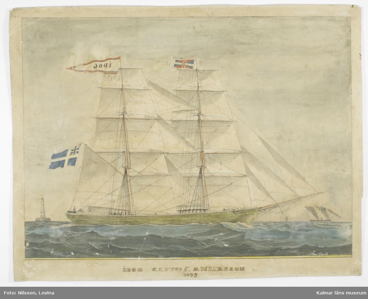 Briggen Idog för fulla segel. Till vänster finns ett fyrtorn och till höger en lotsbåt.
