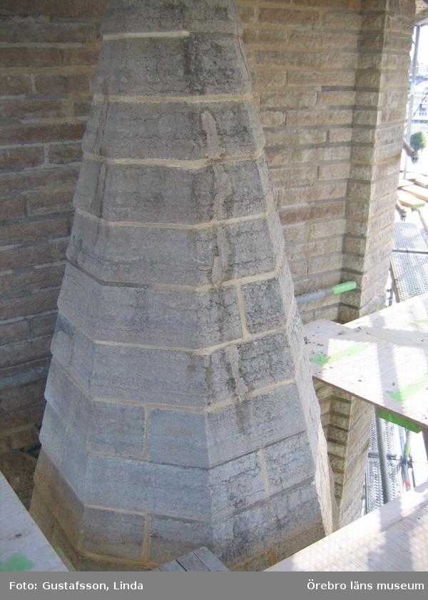 Renoveringsarbeten av tornfasader på Olaus Petri kyrka (Olaus Petri församling).Tak på fial med nya fogar och stenlagningsbruk, östra tornet.Dnr: 2008.230.065