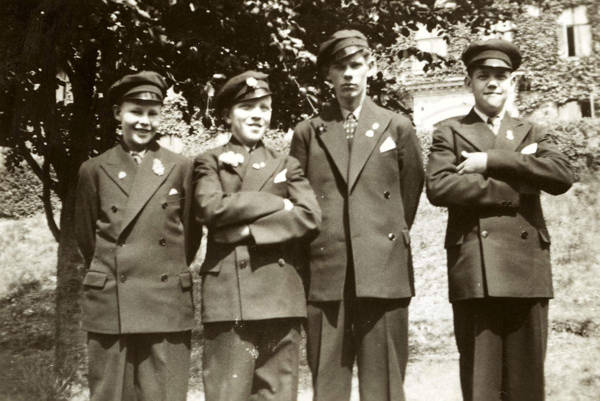Fyra manliga elever vid konfirmation, Stretered 1920 - 30-tal.