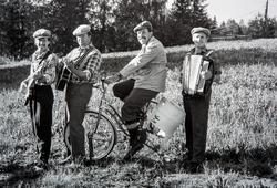 Gruppe 4, musikerer, revygruppe. Ole Bekkerells kvartet.  Me