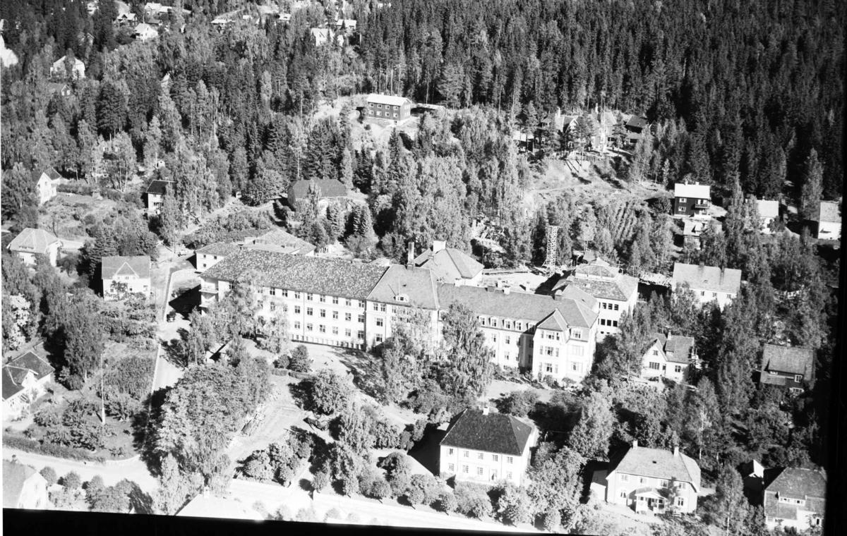 Flyfoto, Lillehammer Fylkessykehus,  Anders Sandvigs gate.