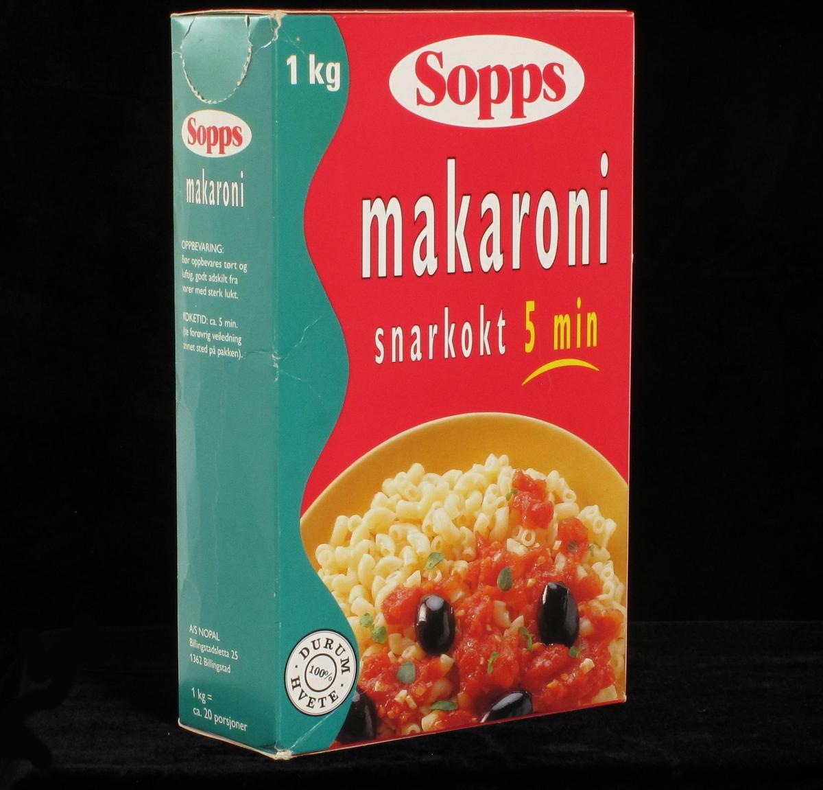 Fat med makaroni, tomatsaus, oliven