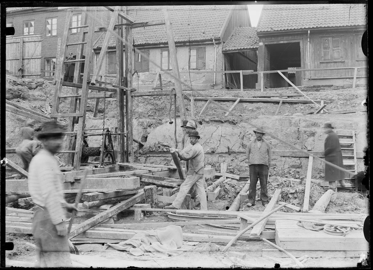 Byggningsarbeidere på en byggeplass.