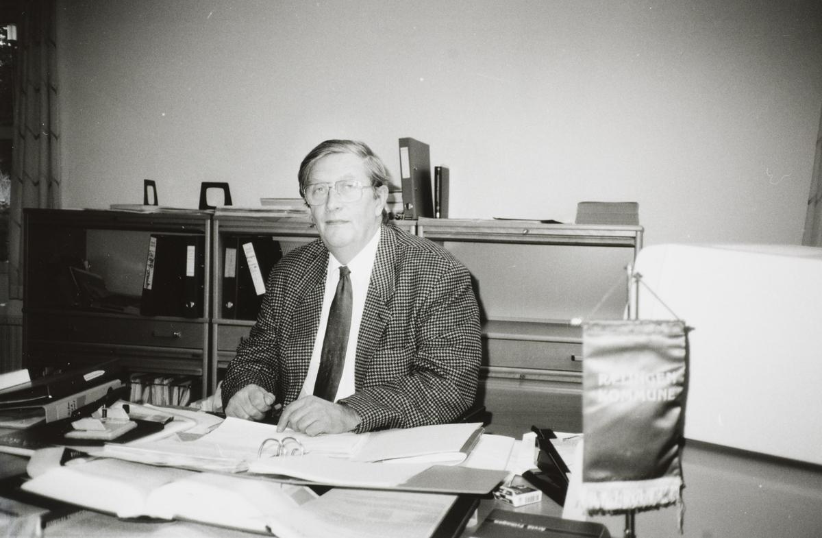 Roald Sjoner Rådmann i Rælingen En mann,kontor