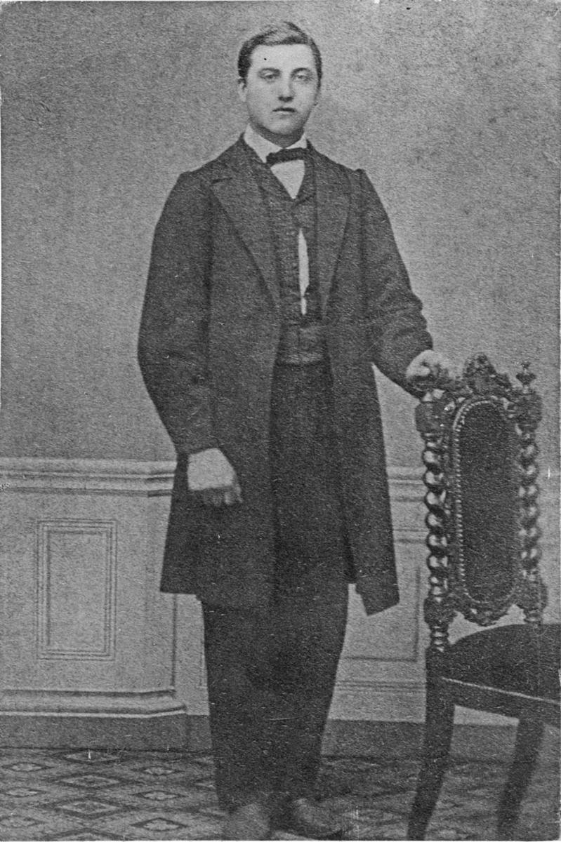 Helfigur portrett av Sigvart Sørli f.1846- d.1880.