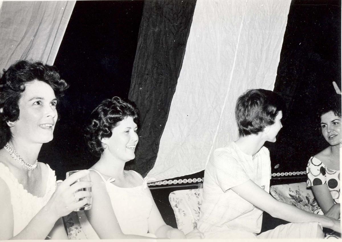Enkeltbilde. C-kl jager, KNM Bergens tokt til Key West i 1962.amerikanske damer på besøk iombord.