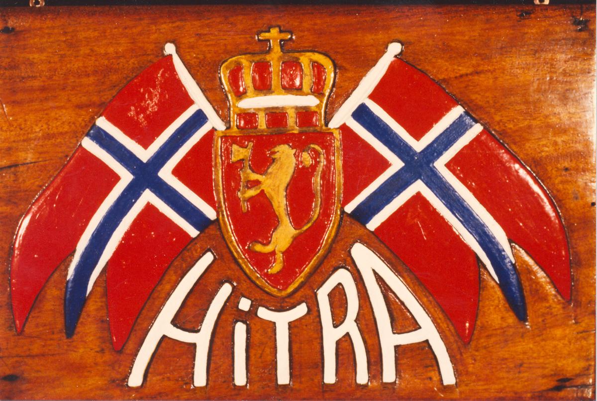 """Navneplate fra U-Båt jageren """"Hitra"""", se MMU.045173."""
