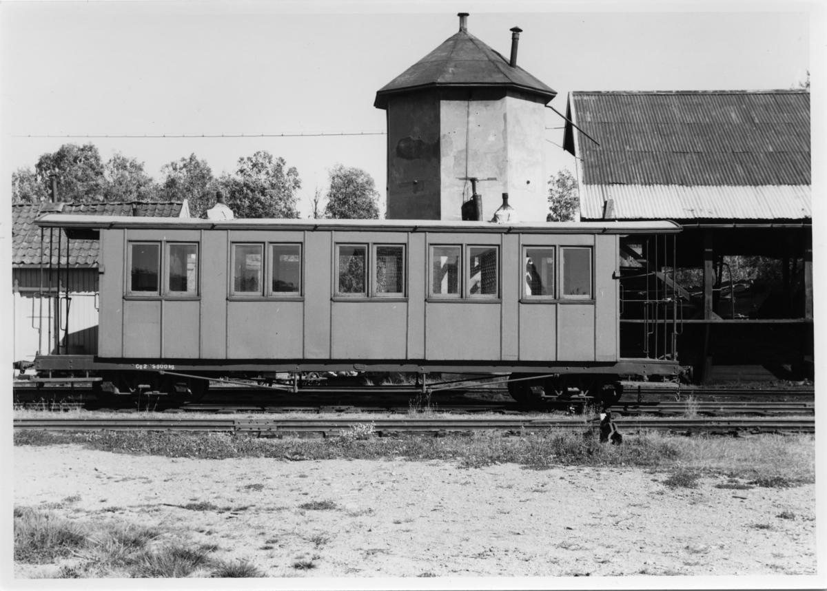 Personvogn Co2 hensatt i spor 2 på Bjørkelangen stasjon. .