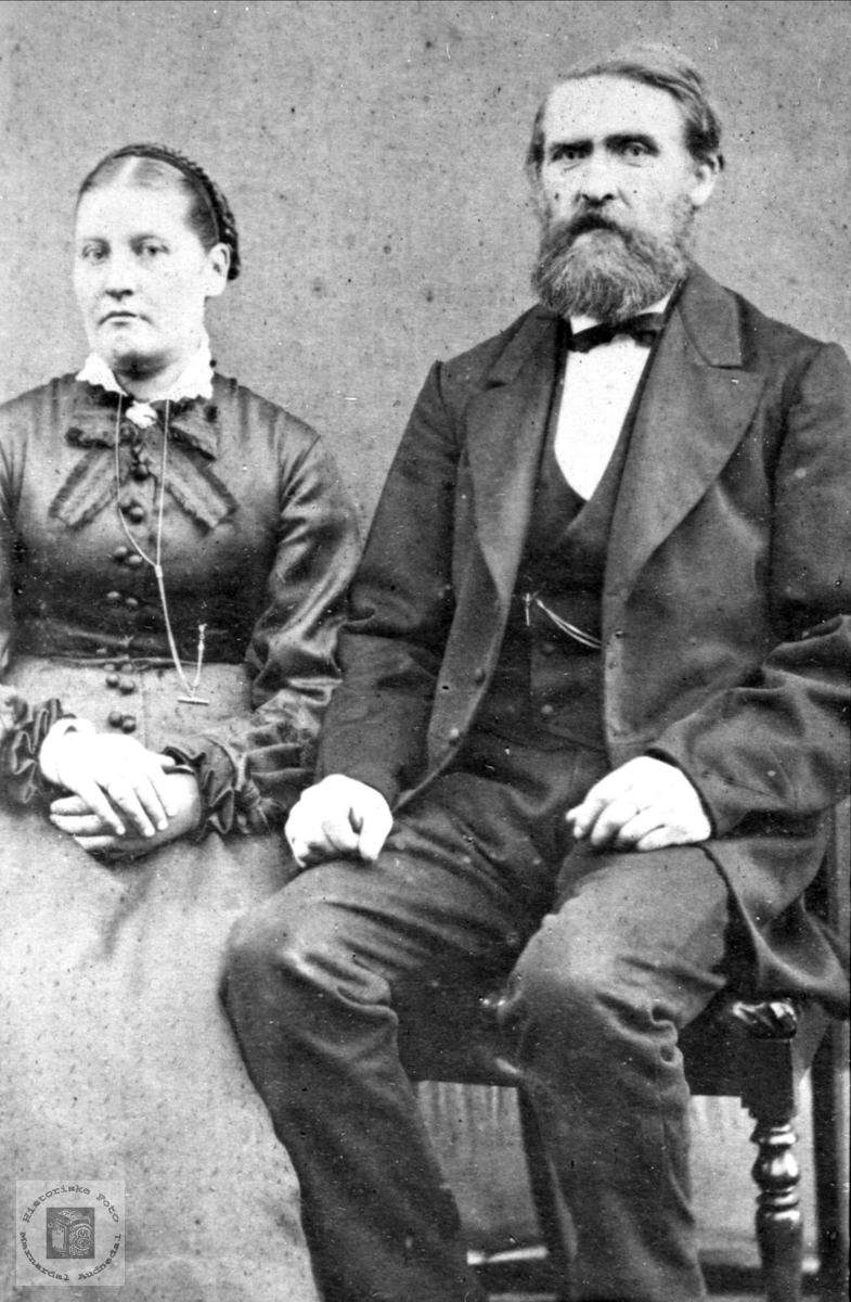 Portrett av ekteparet Randi og Ole Heddeland, Øyslebø.
