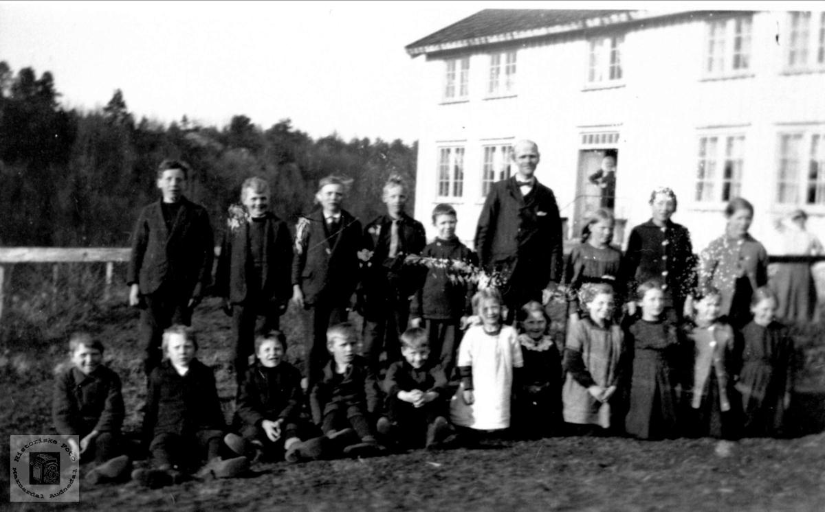 Skoleplanting Manneråk Øyslebø.
